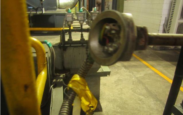 这是汽机给泵工作油冷却器出口温度测点热电偶.